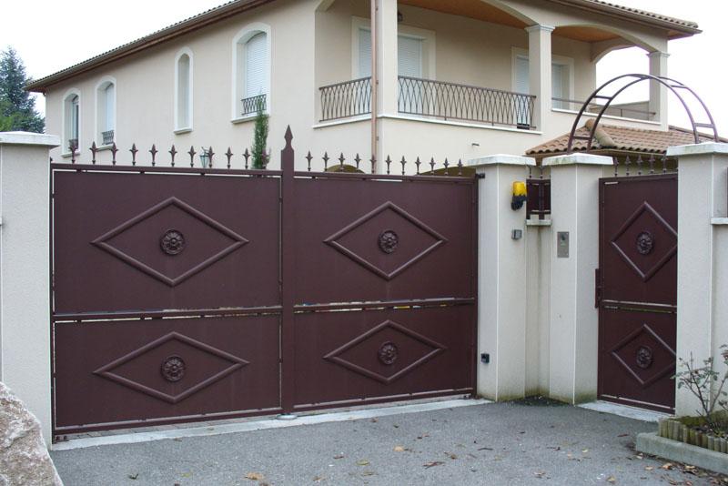 Forge de vulcain portail en fer forg nos r alisations de portail en fer forg for Peinture pour portail en fer